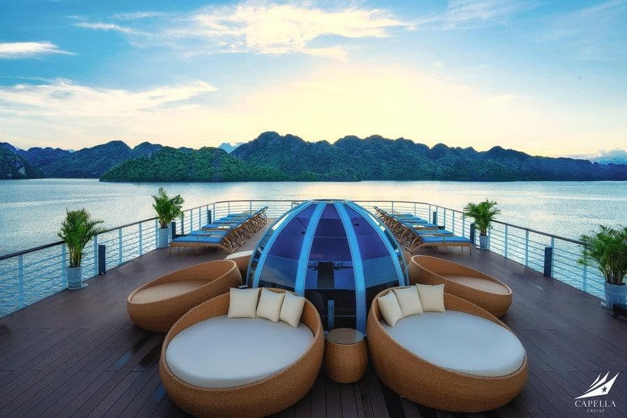 Sky sundeck nơi bạn có thể ngắm bình minh và hoàng hôn trên Vịnh Lan Hạ