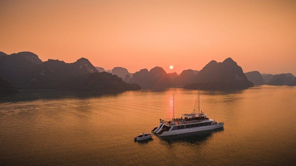 Du thuyền Catamaran Vịnh Lan Hạ
