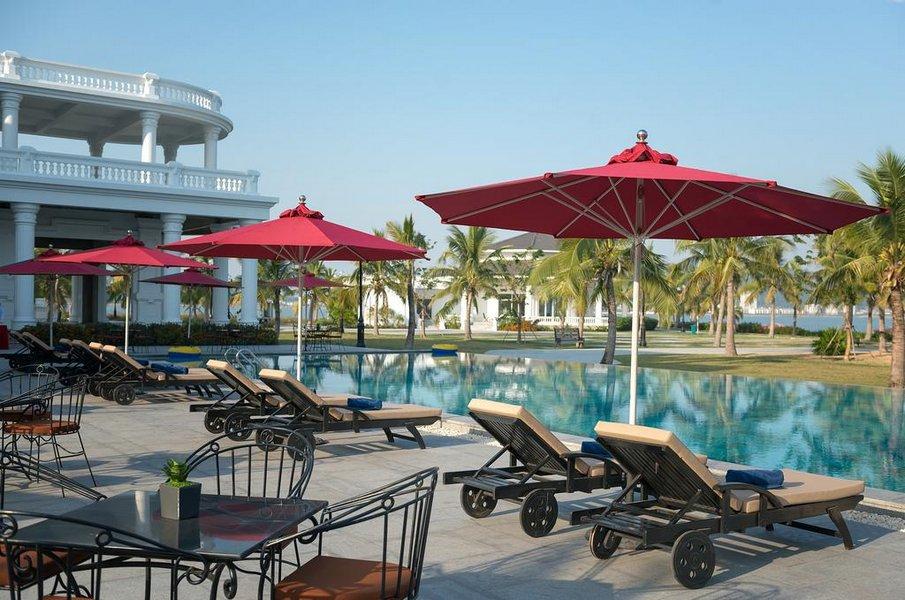 Bể bơi ngoài trời Paradise Pool