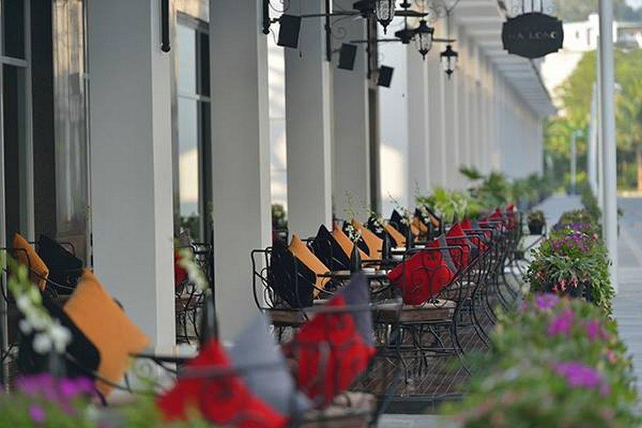 Khách sạn Paradise Suites Hạ Long trên đảo Tuần Châu