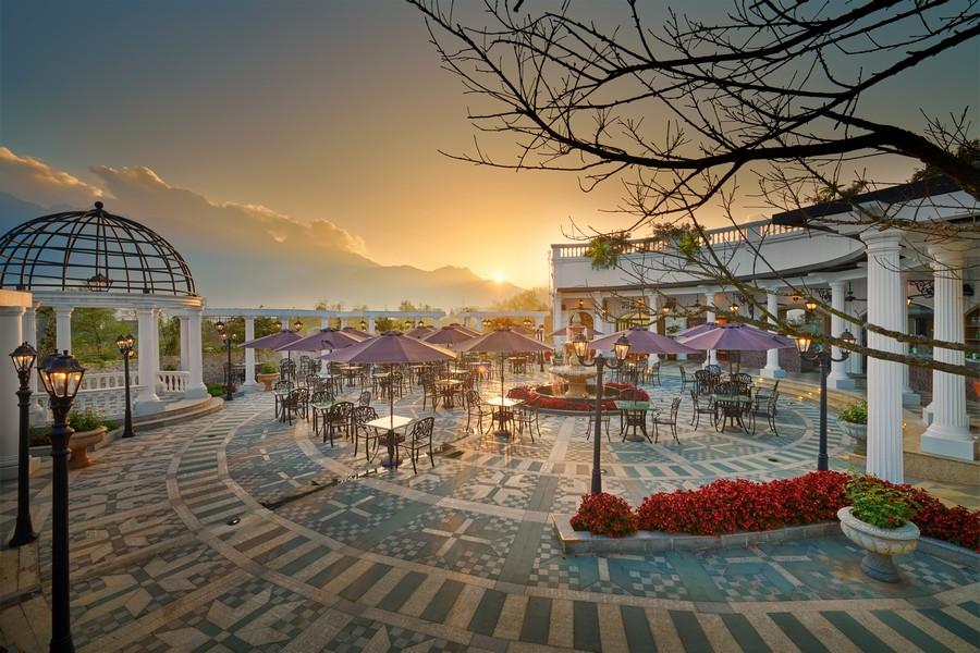 Không gian khu nghỉ dưỡng Silk Path Grand Resort & Spa