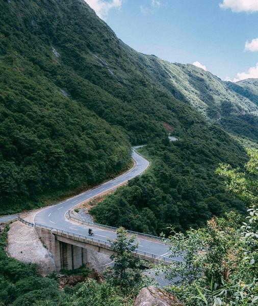 Đường tới Sapa qua các đoạn đường núi có phong cảnh rất đẹp