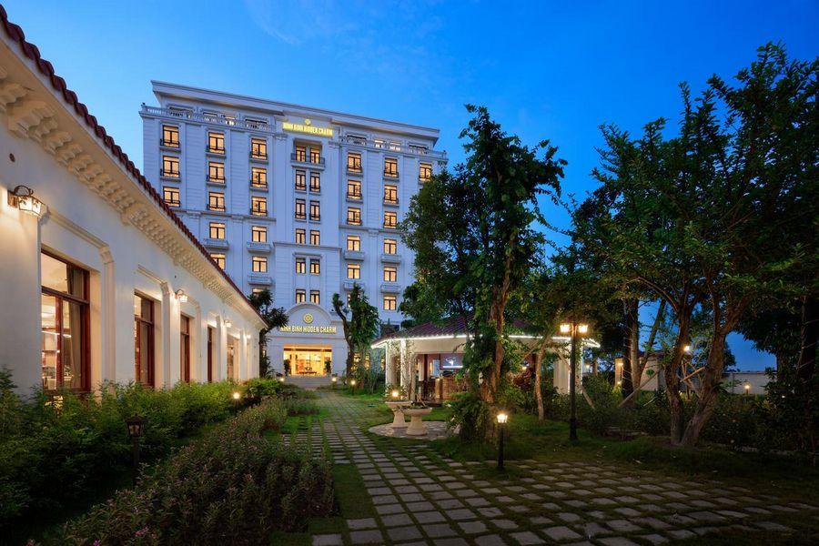 Hidden Charm Hotel Resort Ninh Binh 2