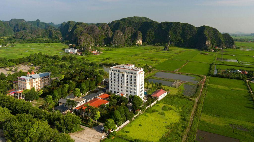 Khách sạn giữa cánh đồng Tam Cốc