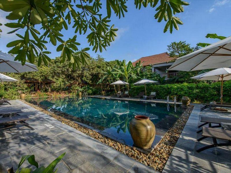 Không gian thiên nhiên với bể bơi ngoài trời tại Tam Cốc Garden resort