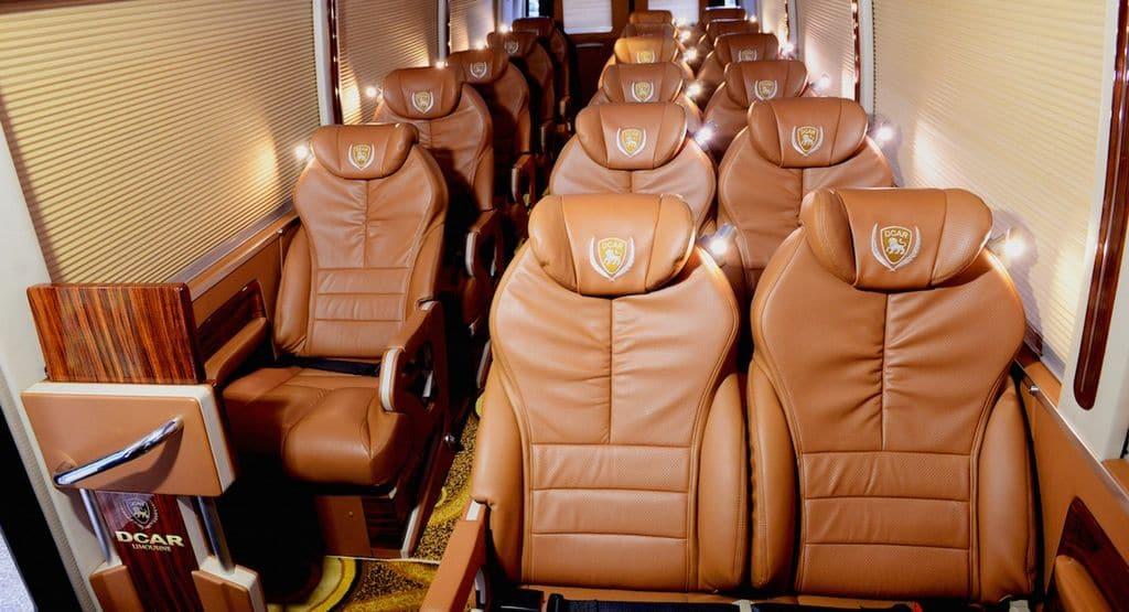 16 ghế ngồi thoải mái trên xe
