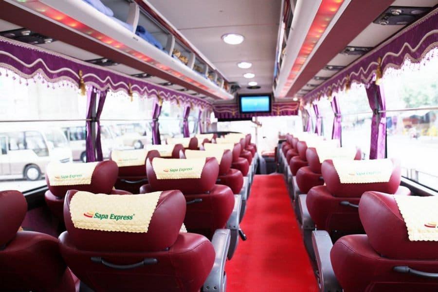 Ghế ngồi thoải mái, có thể nằm trên dòng xe limousine 28 ghế
