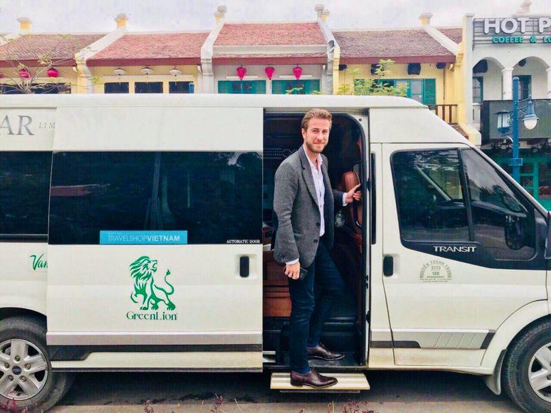 Xe limousine 9 ghế Hà Nội - Sapa