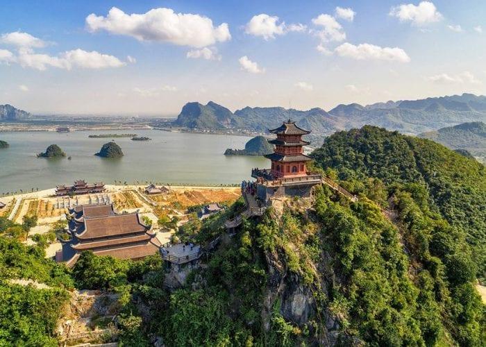 Chùa Ngọc, ngôi chùa xếp bằng đá trên đỉnh núi Thất Tinh