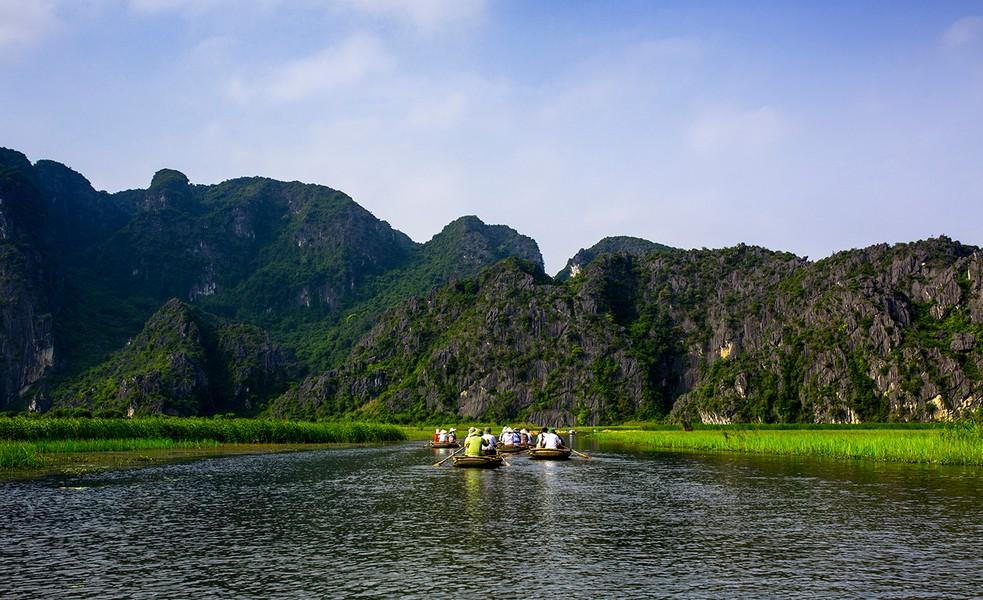 Đi thuyền thăm quan Đầm Vân Long