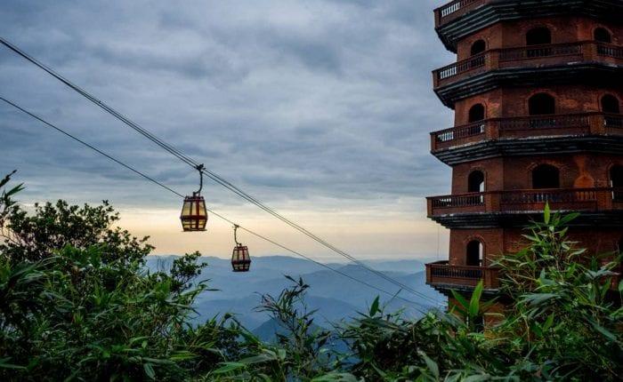 Cáp treo lên thăm chùa Yên Tử