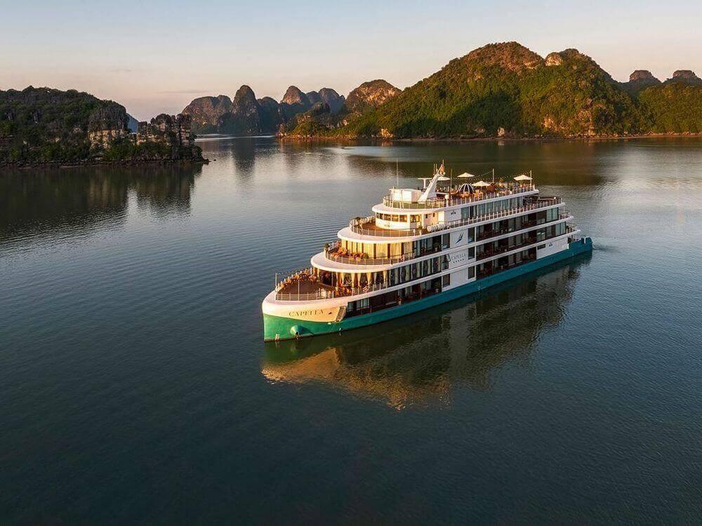 Du thuyền Capella, bản giao hưởng trên vịnh biển xanh Lan Hạ