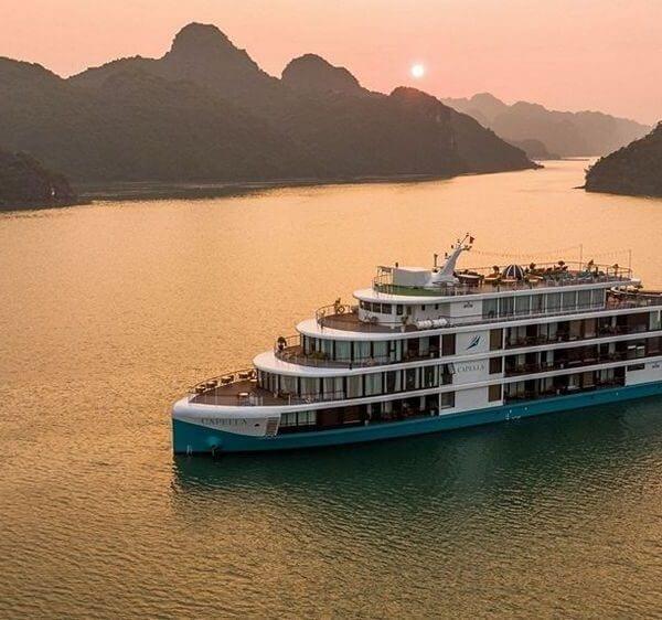 Du thuyền Capella Vịnh Lan Hạ
