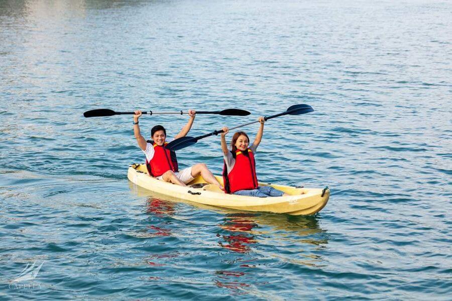 Chèo thyền kayak trên Vịnh Lan Hạ