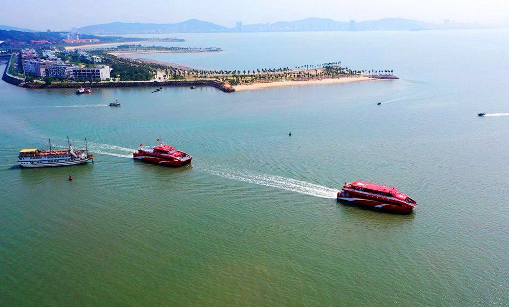 Tàu khởi hành từ Cảng Tuần Châu ra Cô Tô