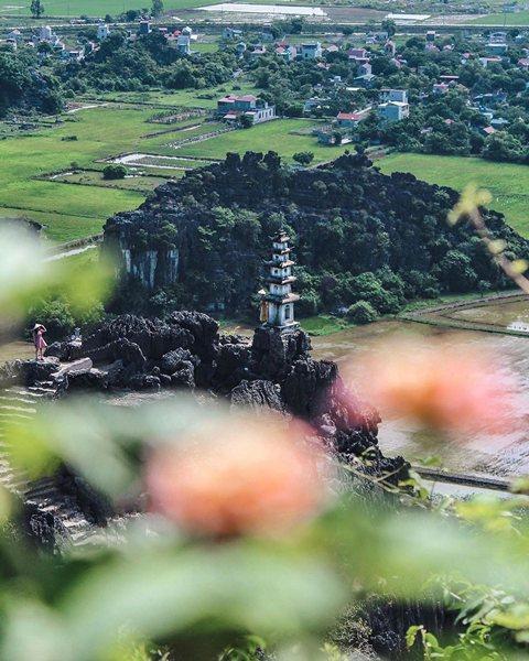 Đỉnh tháp tại Hang Múa