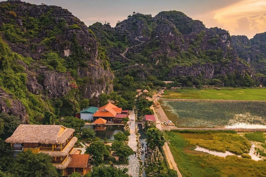 Khu du lịch Hang Múa