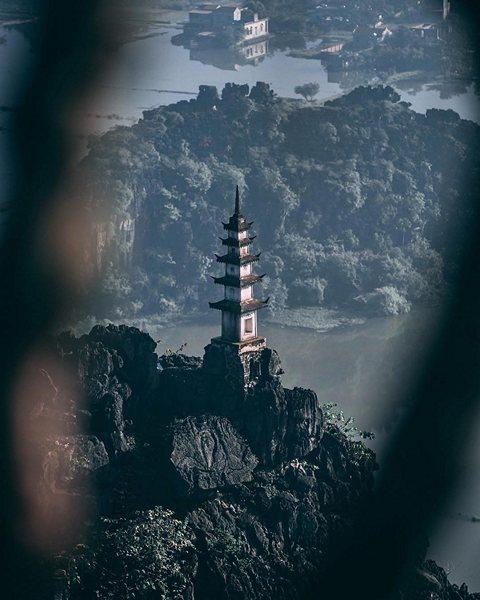 Đỉnh tháp, điểm chụp ảnh ưa thích của các bạn trẻ