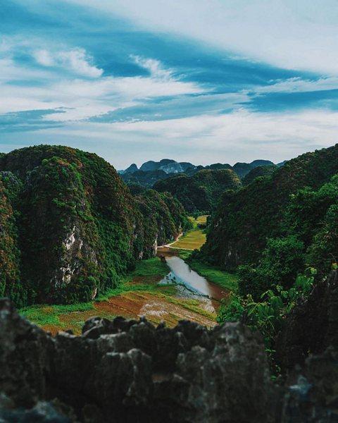 Toàn cảnh non nước Ninh Bình nhìn từ Hang Múa