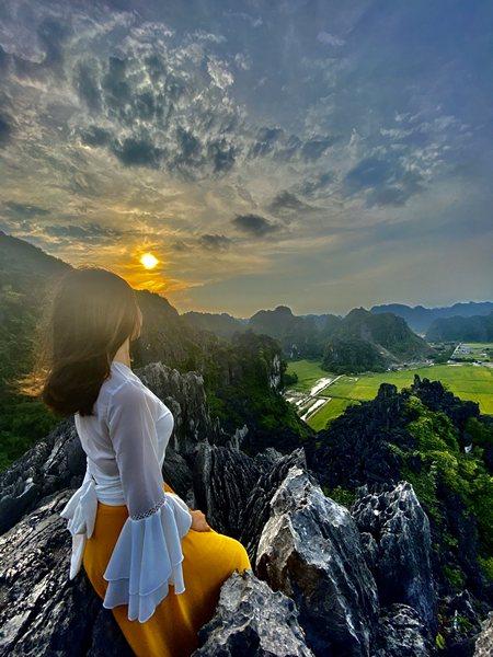 Chụp ảnh ấn tượng trên đỉnh Hang Múa