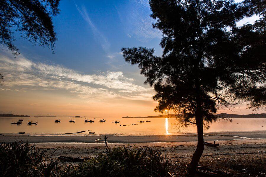 Hoàng hôn trên bãi biển Cô Tô