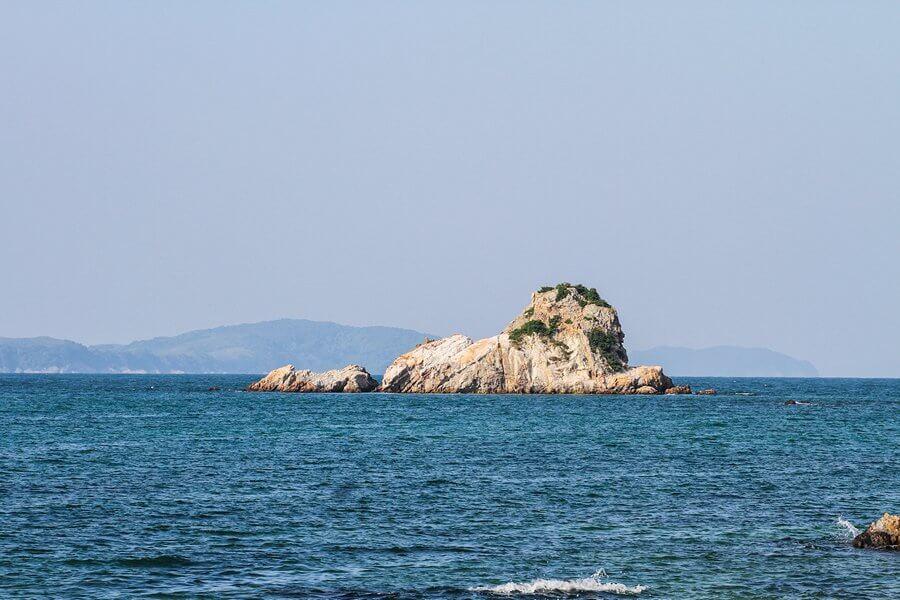 Hòn Sư tử, nhìn từ đảo Cô Tô con