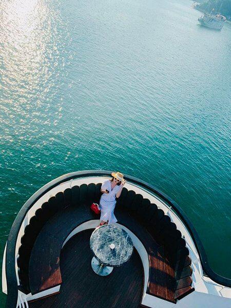 Góc check-in trên Du thuyền Hạ Long