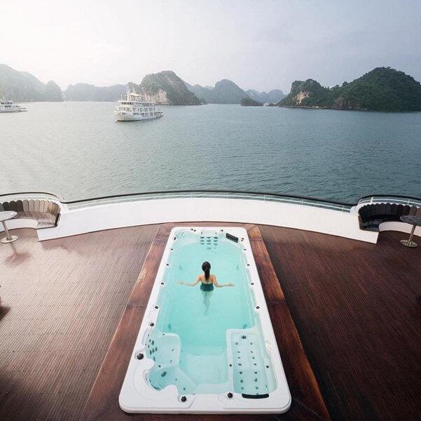 Bể bơi trên Du thuyền Ambassador