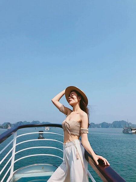 Check in trên Du thuyền Ambassador Hạ Long