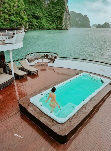 Bể bơi trên du thuyền