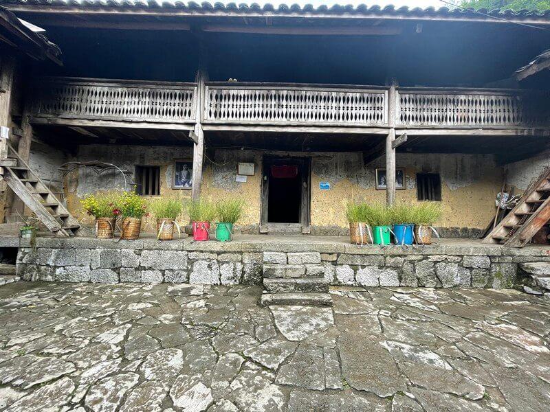 Nhà của Pao trong làng văn hóa Lũng Cẩm