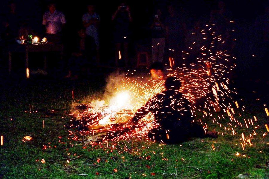 Lễ hội cấp sắc nhảy lửa