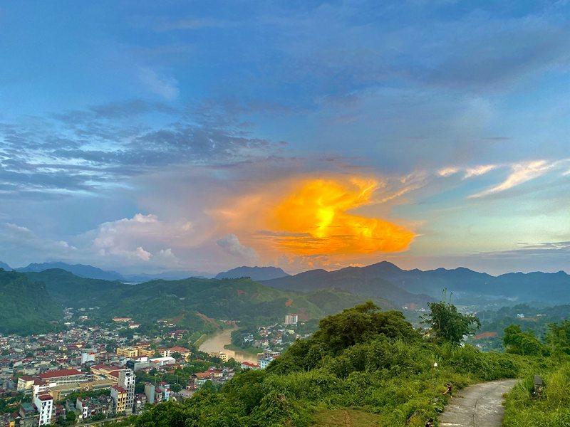 Từ trên núi Cấm nhìn toàn cảnh thành phố Hà Giang