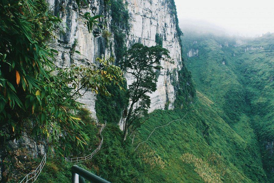 Vách đá trắng Hà Giang