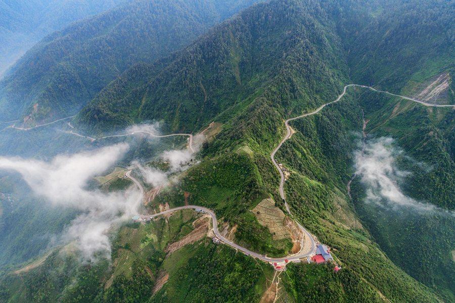 Mây vờn trên đèo Khau Phạ