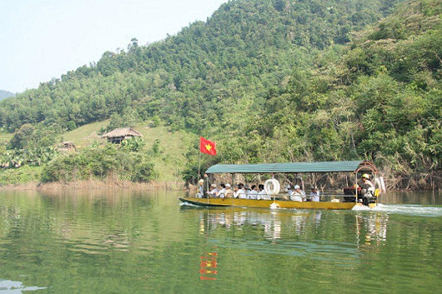 Đi thuyền trên sông Chừng